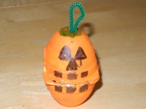 Post image for Kids Frugal Fun- Egg Carton Pumpkins