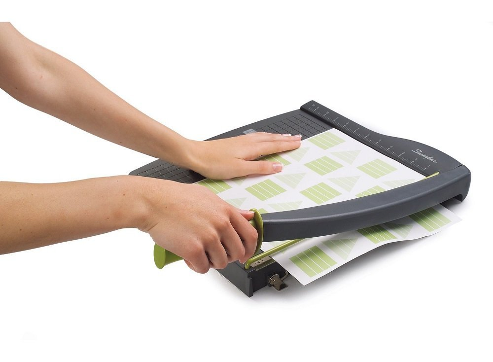swingline paper cutter Swingline paper trimmer, 18 inch guillotine paper cutter, 15 sheet capacity, classiccut ingento moving to a higher priced guillotine cutter from the previously mentioned swingline company, i now present to you: the cadillac of guillotine paper cutters.